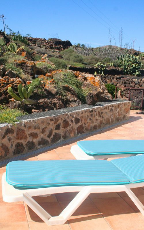 http://casauva.com/wp-content/uploads/2017/04/side-terrace-sunny1-500x800.jpg